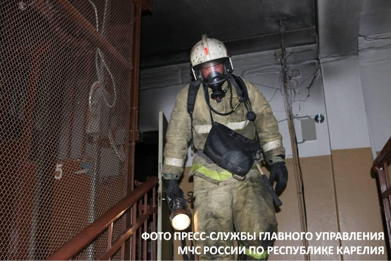 Вжилом доме вцентре Петрозаводска произошел серьезный пожар
