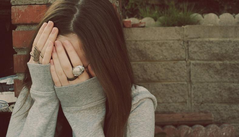 Юная петрозаводчанка пригласила домой друга и стала жертвой преступления