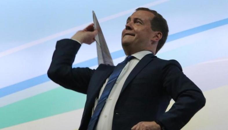 Шнуров потроллил Медведева стишком про «денег нет» вКрыму