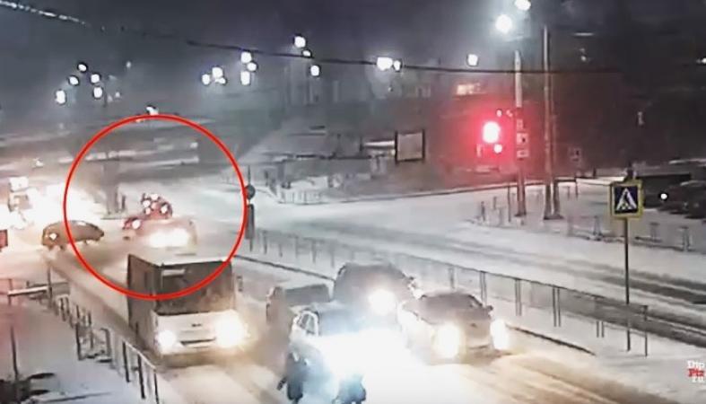 Сбитую в Петрозаводске на Чапаева женщину доставили в БСМП