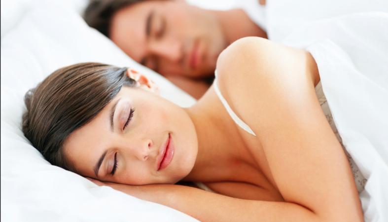 Учёные рассказали, на каком боку полезнее спать