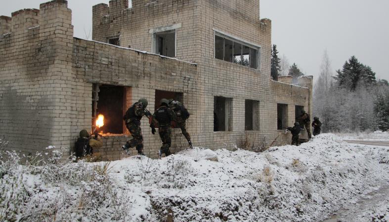 Спецназ УФСИН Карелии опробовал новый БТР и светошумовые гранаты