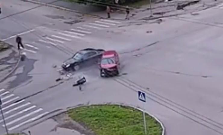 Жесткое ДТП наОктябрьском проспекте попало накамеры
