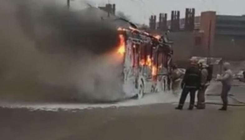 ВПетрозаводске вспыхнул идотла сгорел троллейбус