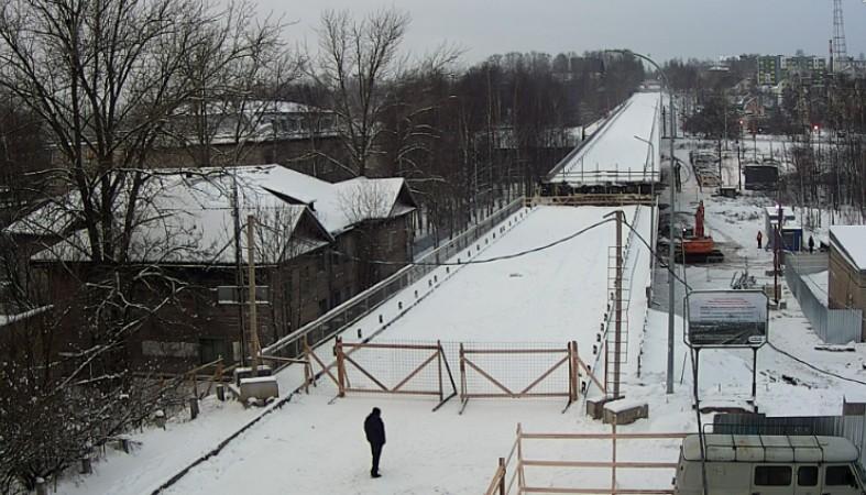 Забор перекрыл выход наулицу людям, живущим около Гоголевского моста