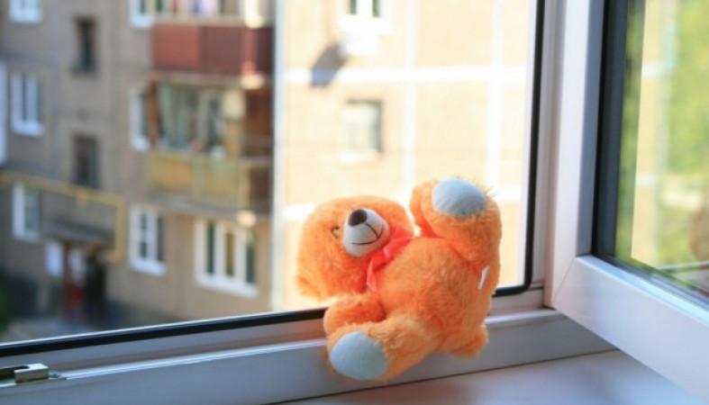 ВПетрозаводске 10-летняя воспитанница интерната выпала изокна