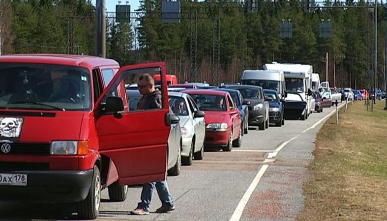 Жители России поехали намайские вФинляндию— награнице пробки