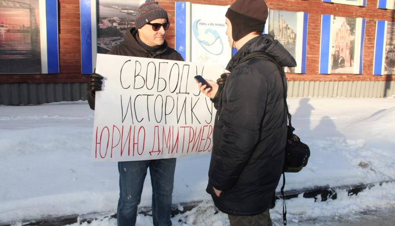 ВПетрозаводске отмечают День рождения Юрия Дмитриева серией пикетов
