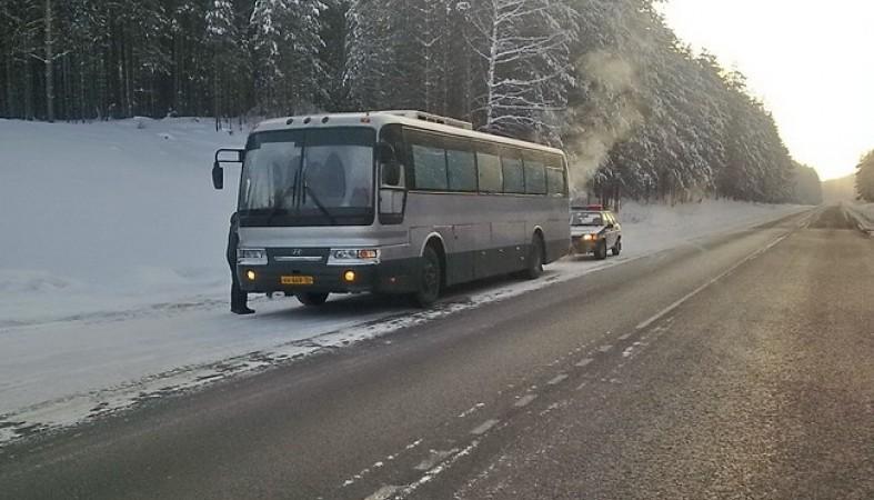 Автобус с10 пассажирами зажегся натрассе «Кола» вКарелии