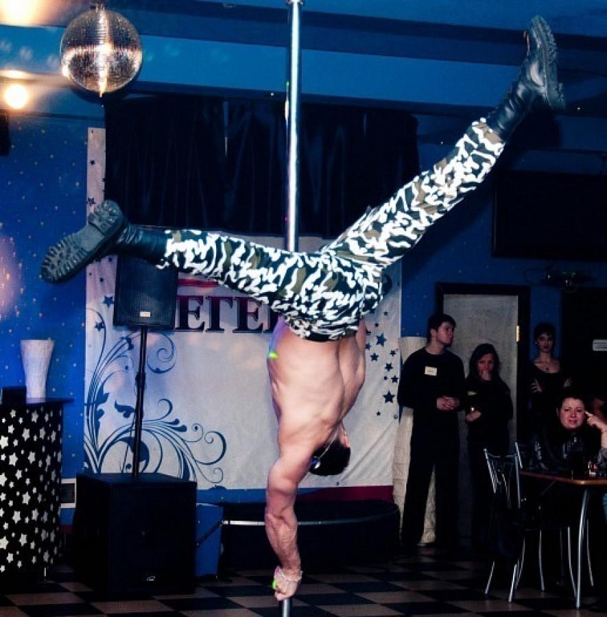 Русские девчонки в клубе дают стриптизерам фото 433-503